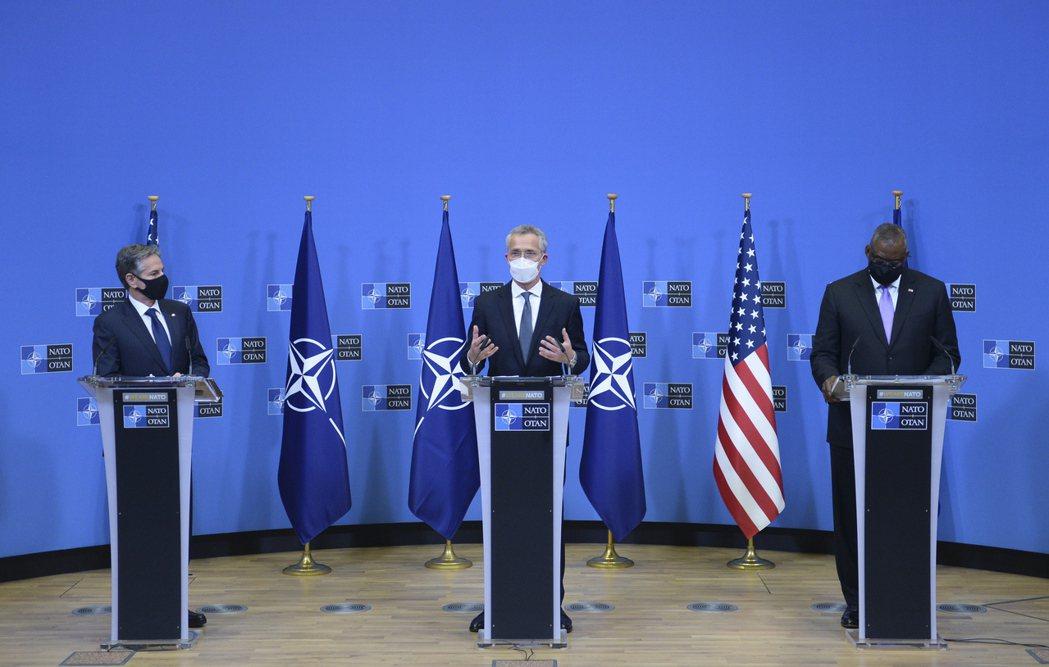 與此同時,正在布魯塞爾北約總部訪問的美國國務卿布林肯(Antony Blinke...