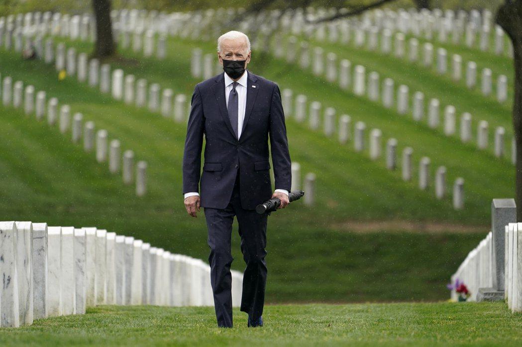「美國在阿富汗的戰爭,不可能無止盡地一直戰下去。」特別拜會阿靈頓公墓,向歷代殉國...