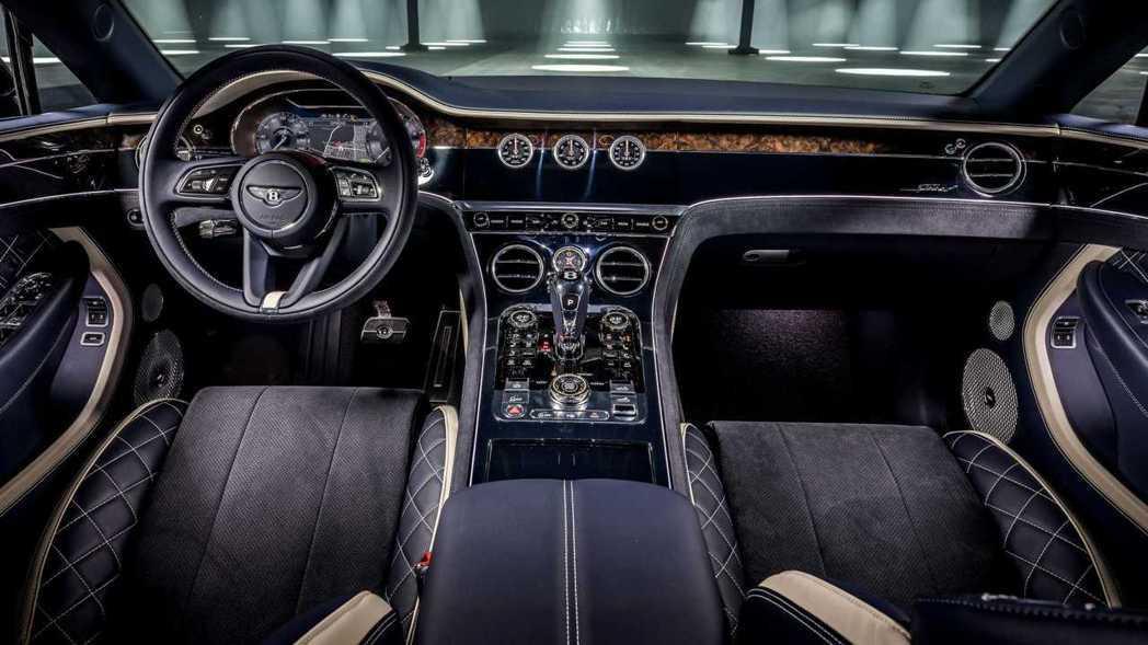 車室由皮革和Alcantara麂皮做搭配,加上許多客製化的色調選擇。 圖/Ben...