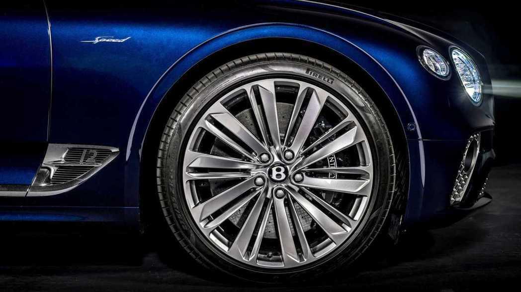 三種顏色可選的22吋鋁圈凸顯Continental GT Speed Conve...