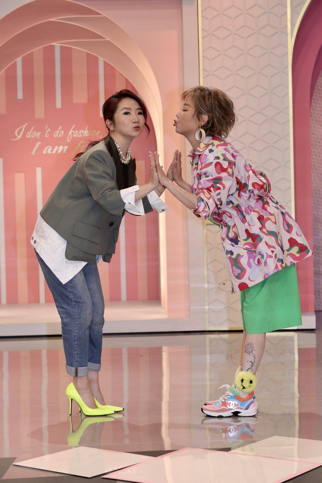 陶晶瑩(左)跟藍心湄姐妹淘難得在電視上同台。記者李政龍/攝影