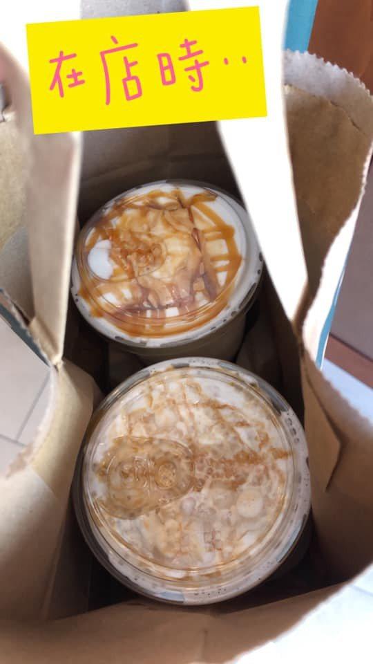 原PO在店家時,4杯瑪奇朵皆近乎全滿,但因奶泡自然消泡而只剩半杯。圖擷自爆怨2公社