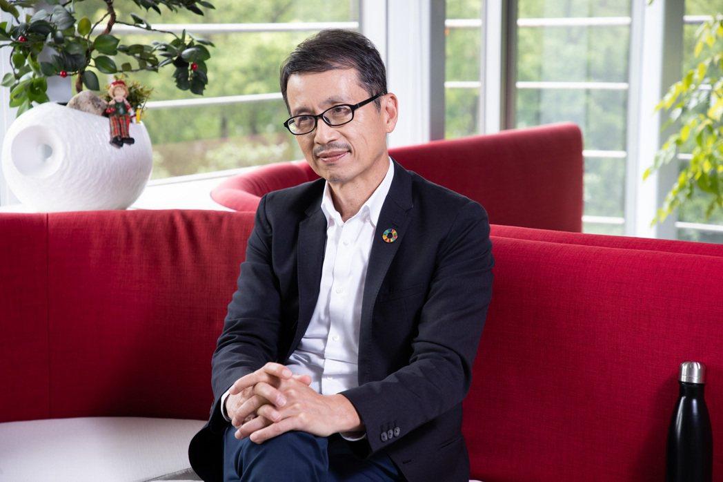 台灣中外製藥董事長陳榮華說,企業除了帶頭減塑力行環保,也影響同業一起愛地球。 圖...