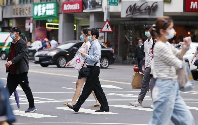 五一勞動節將至,勞工若當天有出勤,雇主應依法給薪。記者曾原信/攝影