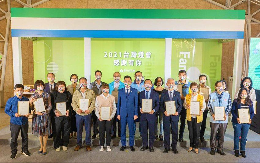 中華大學的陽光青年以「德、智、體、群、美」五育為核心,開設多元化的課外活動來培養...
