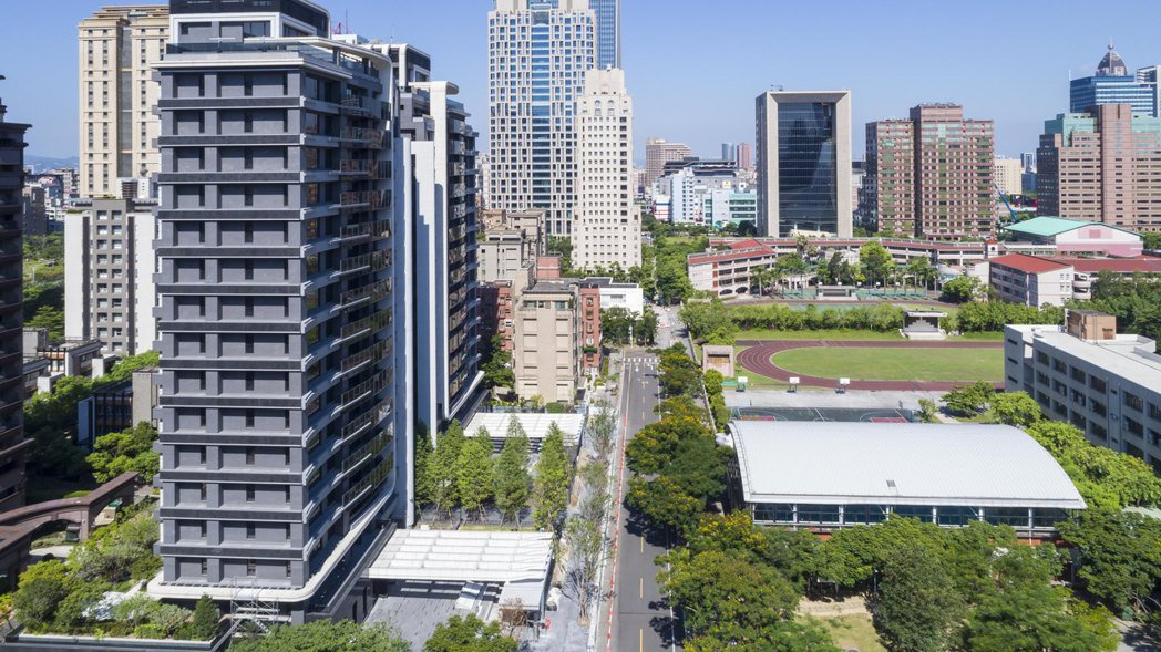 「冠德信義」擁有200米的寬廣棟距,享永久景觀視野。 業者/提供