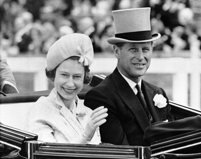 菲利普親王與英國女王伊莉莎白二世於1947年便已經結婚。 美聯社