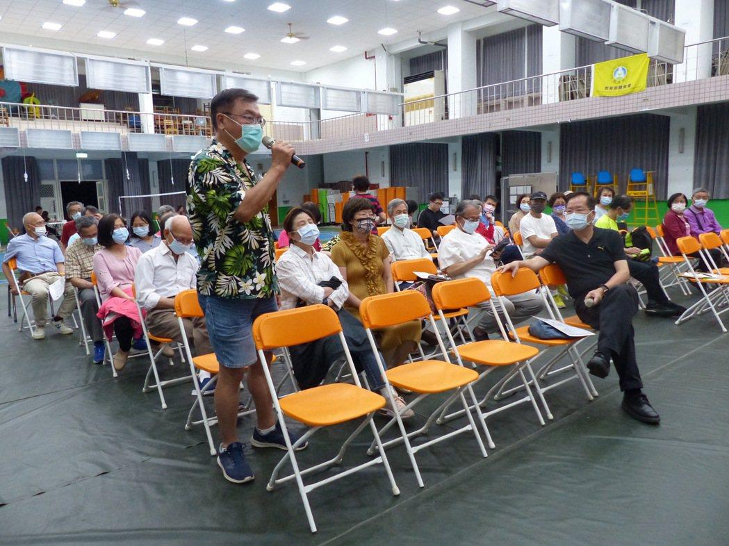 南華大學現代華佗大林開講,邀請台大雲林分院林綺英主任談新冠肺炎的防護與治療,民眾...
