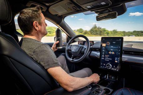 影/Ford執行長曬自家自駕技術 趁機偷酸特斯拉靠顧客做測試