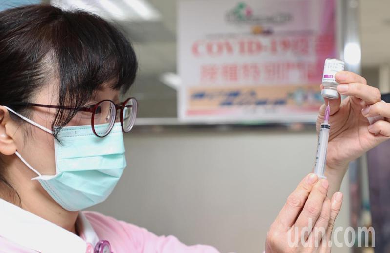 指揮中心發言人莊人祥3日表示,勞動部已研擬「疫苗接種假」,5日公布。 圖/聯合報系資料照片