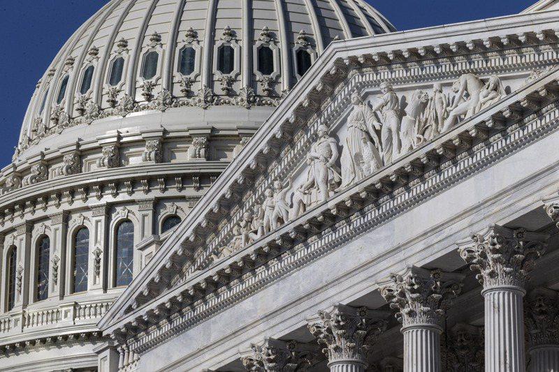 美國拜登政府砸重金刺激受疫情重創的經濟,使得3月預算赤字高達6600億美元。美聯社