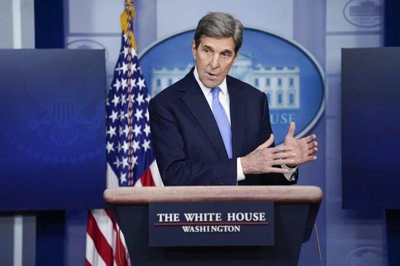 美國氣候變遷特使柯瑞(John Kerry)已於14日深夜抵達上海。 美聯社資料...