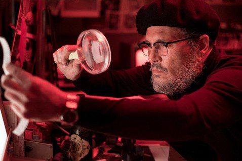 回溯日本最惡名昭彰的「毒水」環境汙染事件,莫過就是1950年代起,造成熊本縣水俁(音:ㄩˇ)市眾多居民失明、肢體扭曲的「水俁病」毒案,事件被改編拍成電影「惡水真相」,強尼戴普戴上畫家帽、眼鏡,並貼上...