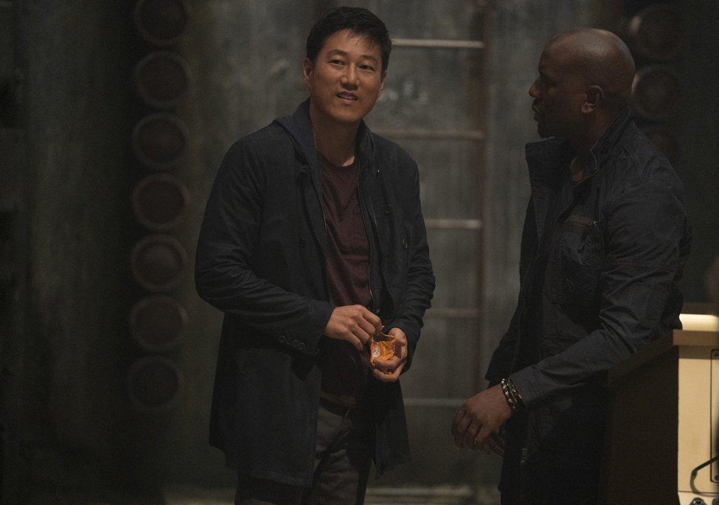 姜成鎬(左)重回「玩命關頭9」令影迷興奮期待。圖/UIP提供