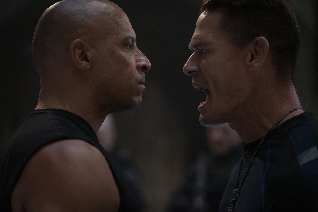 馮迪索(左)與約翰希南在「玩命關頭9」扮演互相敵對的親兄弟。圖/UIP提供