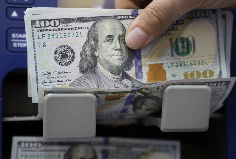 美元指數(DXY)14日跌至三周以來最低。  路透