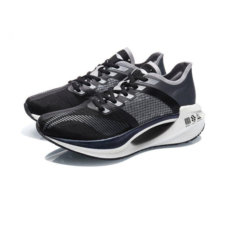 李寧絕影Essential減震跑鞋4,650元。圖/LI-NING提供