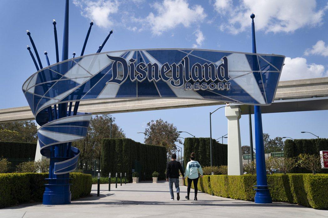 美國加州迪士尼樂園因疫情關閉一年後,將於4月30日重啟。美聯社