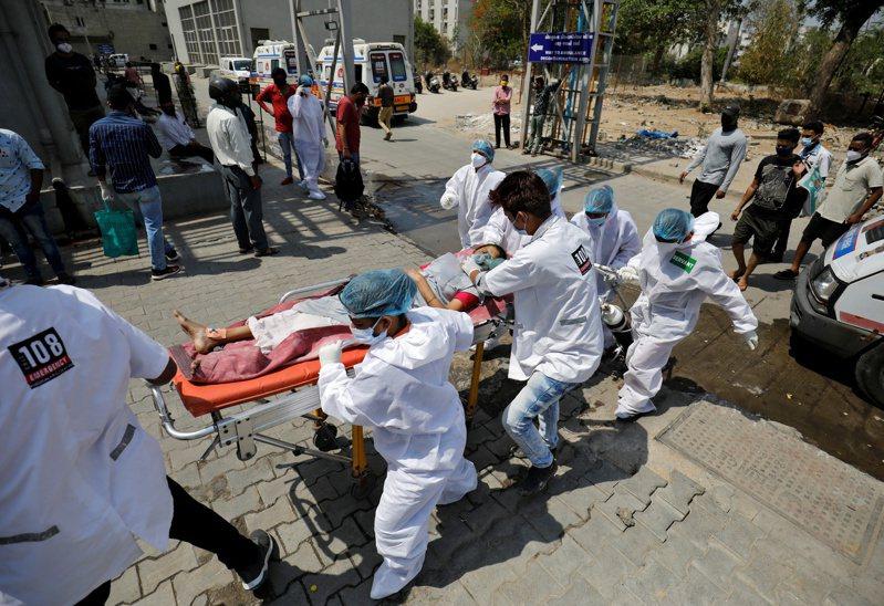 印度第二波新冠肺炎疫情再惡化。  路透