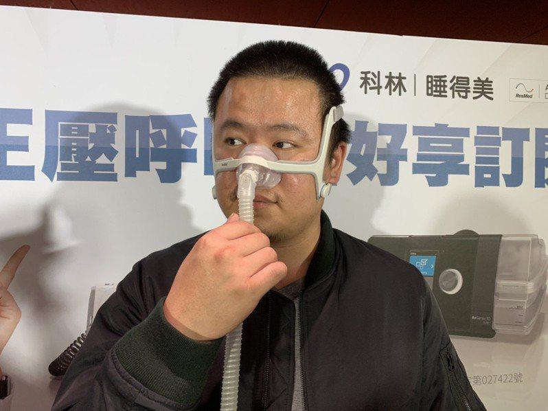31歲的林姓男子過去尚未接受正壓呼吸器治療時,時常感到頭暈,一度還引發恐慌症。記者陳雨鑫/攝影