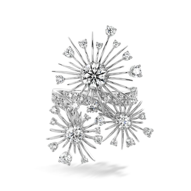 Aerial Dandelion白K金鑽石戒指,62萬。圖/HEARTS ON ...