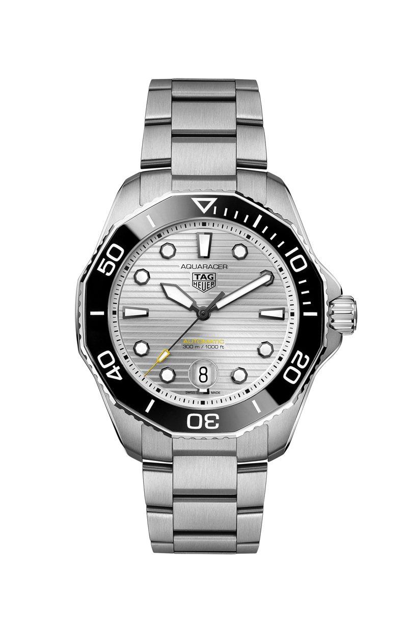 泰格豪雅Aquaracer Professional 300米自動腕表,精鋼表殼、表鍊,搭配黑色陶瓷表圈,表徑43毫米約99,300元。圖/TAG Heuer提供