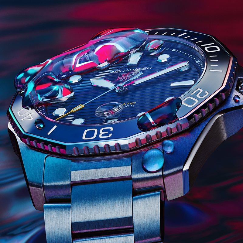 新款腕表保留了經典12邊型的旋轉表圈,但包括表盤、指針和計時刻度等細節都向1978年骨董表致敬。圖/TAG Heuer提供