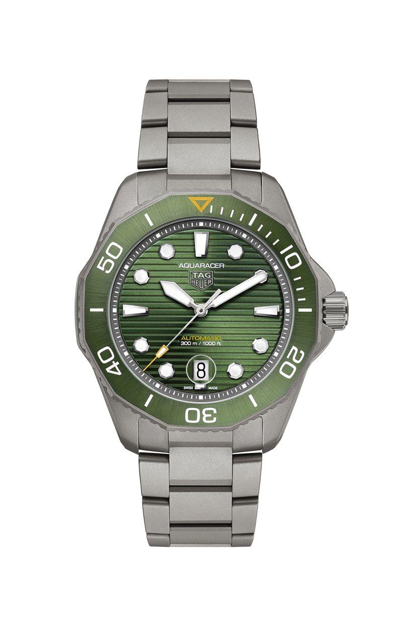 泰格豪雅Aquaracer Professional 300米自動腕表,鈦金屬表殼、表鍊,搭配綠色陶瓷表圈,表徑43毫米約13萬8,000元。圖/TAG Heuer提供