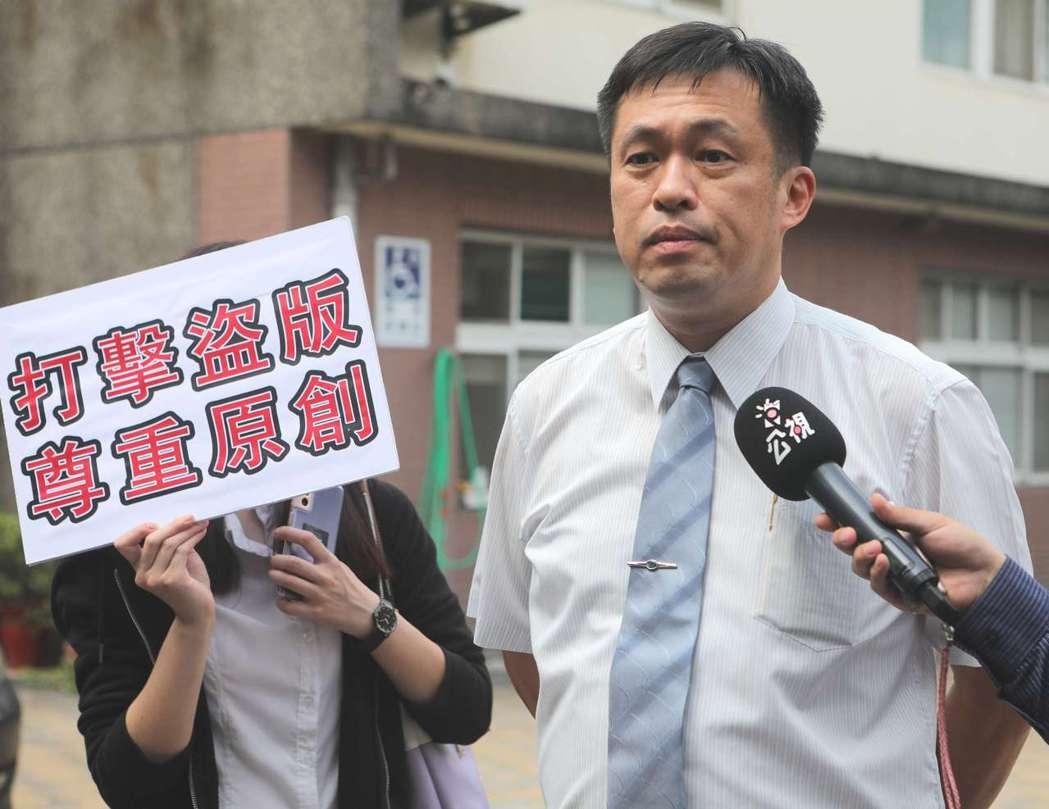 律師徐則鈺會同公視至刑事警察局電信偵查大隊報案。 圗/公視提供