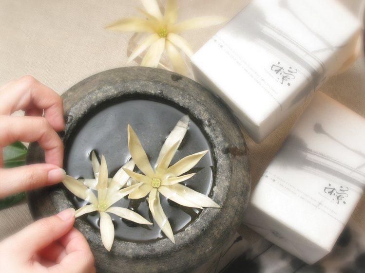 活動期間,消費滿15萬元可獲贈沐蘭SPA頂級芳療沐浴組。圖 / 麗晶精品提供。