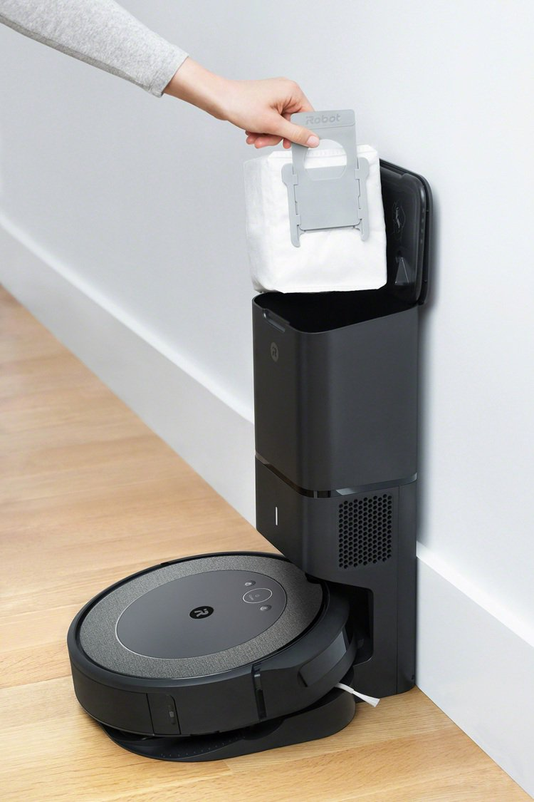 iRobot輕旗艦機款Roomba i3+配備專利自動集塵座,從吸塵到處理垃圾完...
