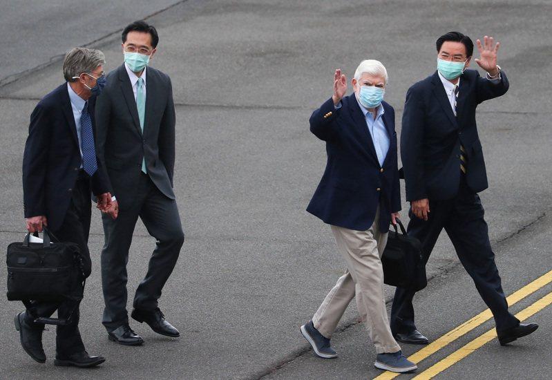 美國總統拜登摯友、前參議員陶德(右二)所團14日誌16日訪台。中央社