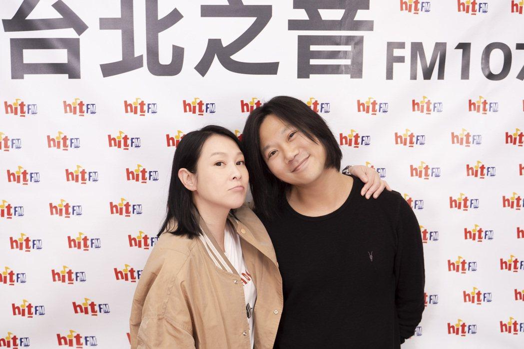 劉若英(左)邀請五天瑪莎上電台節目暢談。圖/Hit Fm聯播網提供