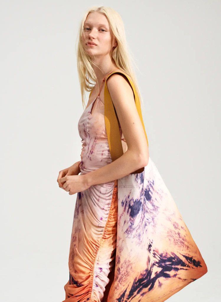 H&M Colour Story系列垂墜感洋裝3,499元。圖/H&am...