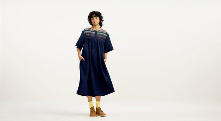 UNIQLO JW ANDERSON春夏聯名系列亞麻混紡設計洋裝1,990元。圖...