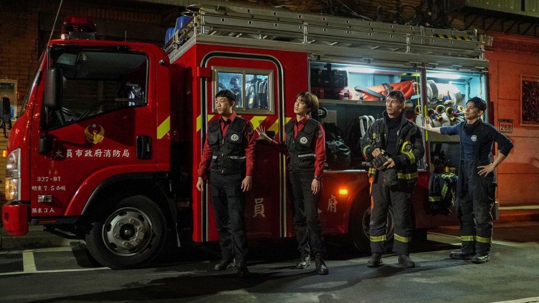 謝章穎(左起)、陳庭妮、溫昇豪、林柏宏演出「火神的眼淚」。圖/公視、myVide...
