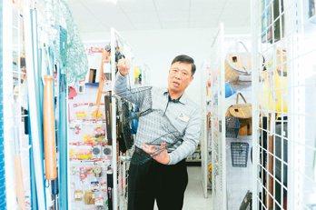福建漳州市東山歐凱金屬塑料製品公司總經理呂榜洲在大陸打拚30年,熱心兩岸交流。(...