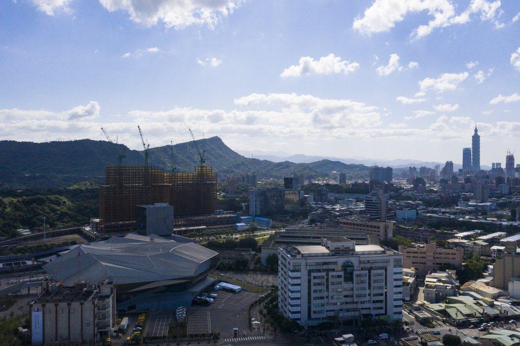 隨著東區門戶計畫啟動,帶動南港地區房市發展,成為北市今年房市發展的大黑馬。圖/本...