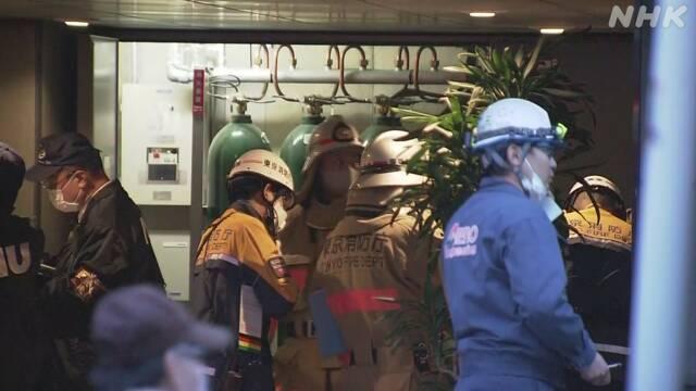 東京消防廳人員到場調查這起施工意外。(取自NHK)