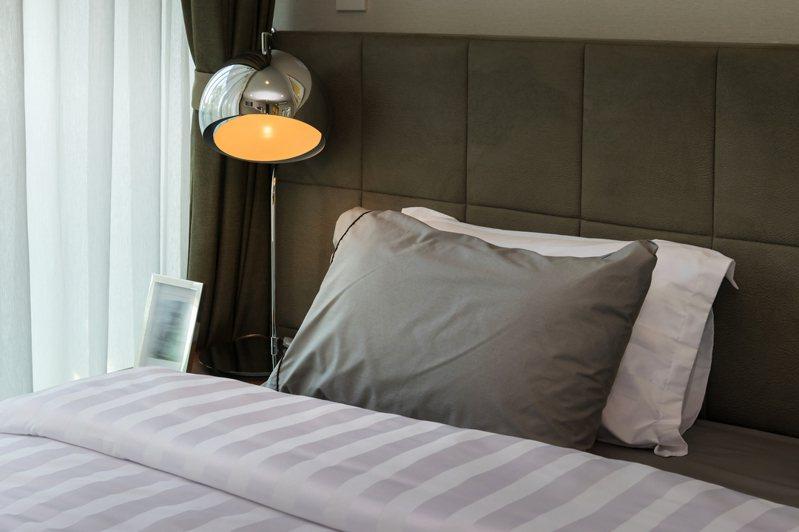 民俗專家提醒,要處理廢舊枕頭時要注意4點禁忌,以免霉運上身。 圖/ingimage