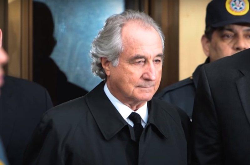 策劃美國史上最大規模龐氏騙局的股市聞人馬多夫(Bernard Madoff)。 翻攝自CNN YouTube頻道