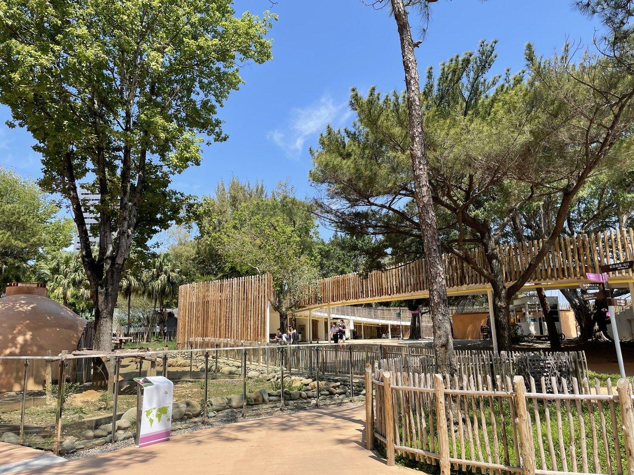 新竹市立動物園2018年底重新開放,園內保留豐富林相,並融入無障礙坡道設計,不分...