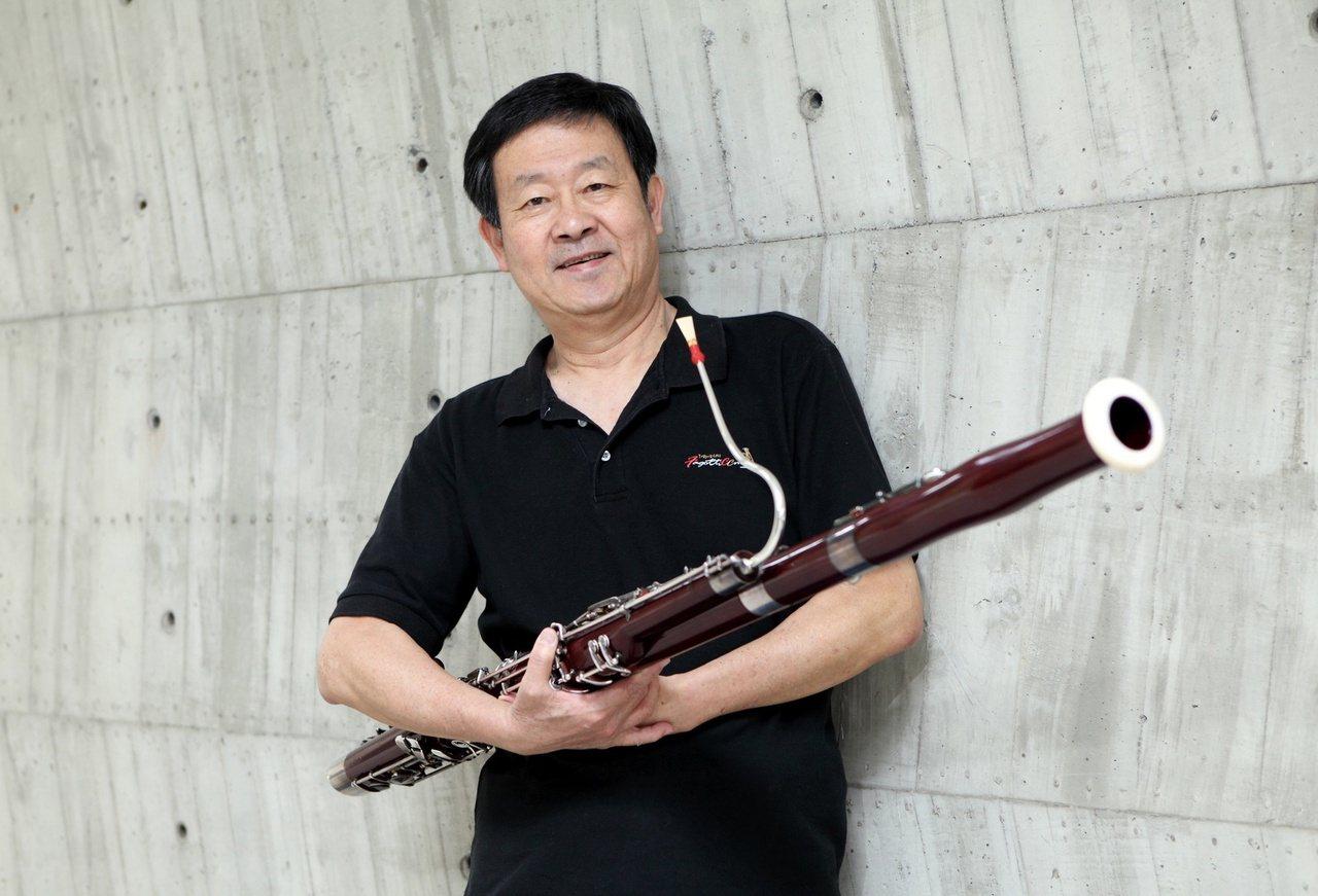 徐家駒雖已退休,仍每天花2小時練習低音管。 圖/徐家駒提供