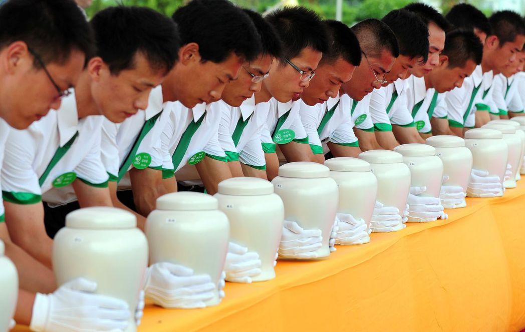 殺人換屍的兇行自然是於法於理不容,不過這起廣東發生的事件背後,牽涉的正是中國長年...