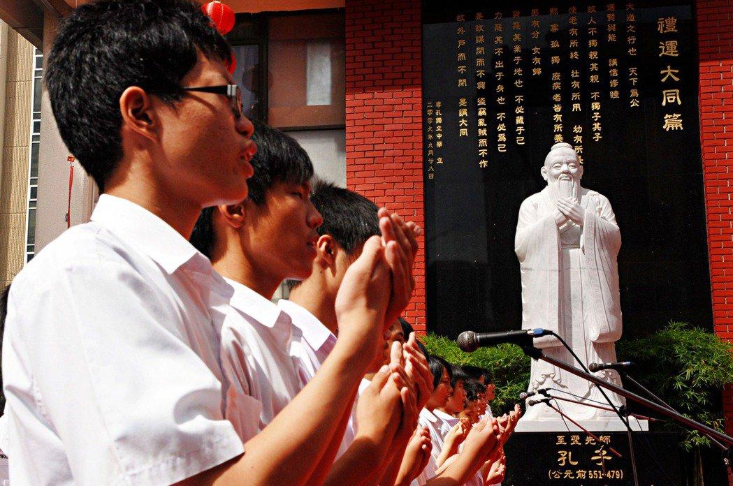 中國強勢崛起,中國用語和當代流行語的傳播,近幾年也常在「華語圈」之中形成討論。尤...