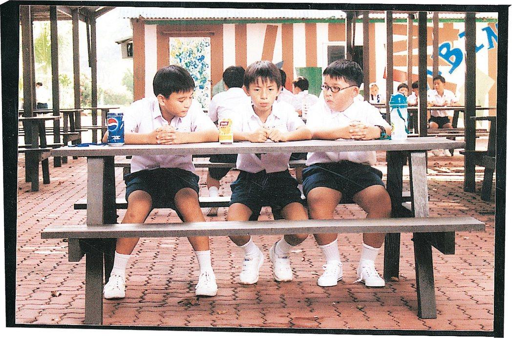 2000年新加坡時任總理吳作棟的「說標準英語運動」,認為Singlish是新加...