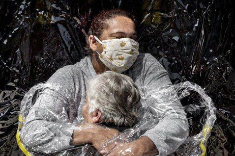 一年一會的《世界新聞攝影大賽》4月15日公布了2021年的榮譽榜,是由丹麥攝影師...