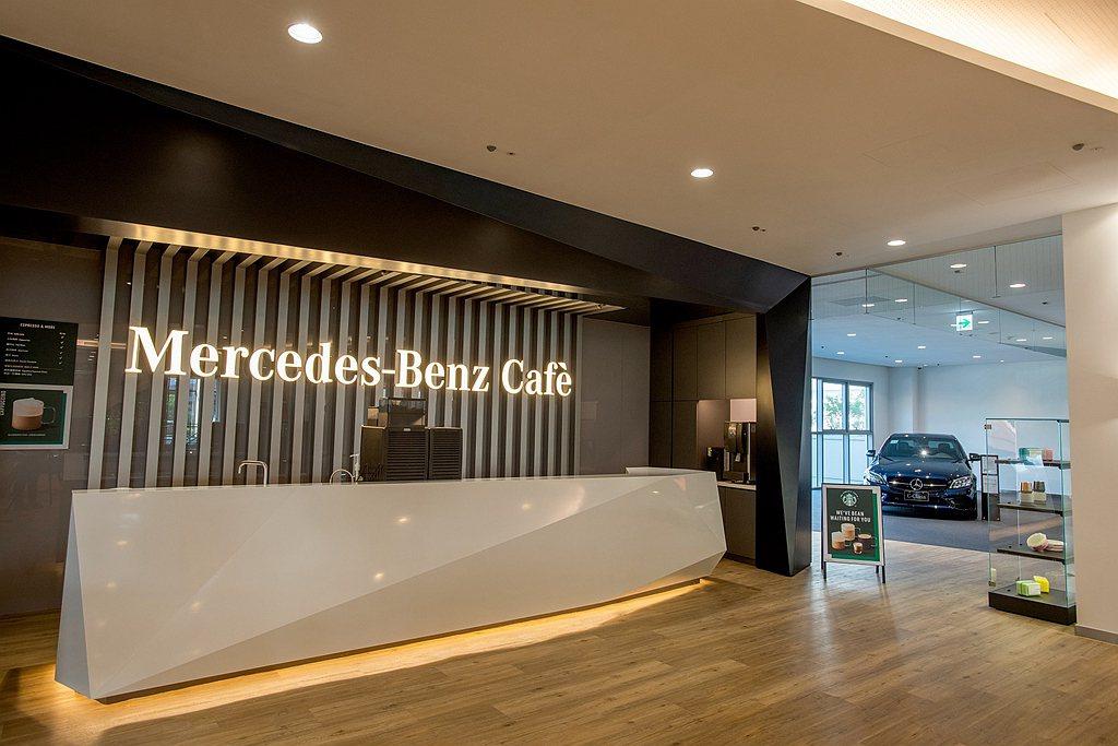 特別引進We Proudly Serve Starbucks「星巴克咖啡服務」,...