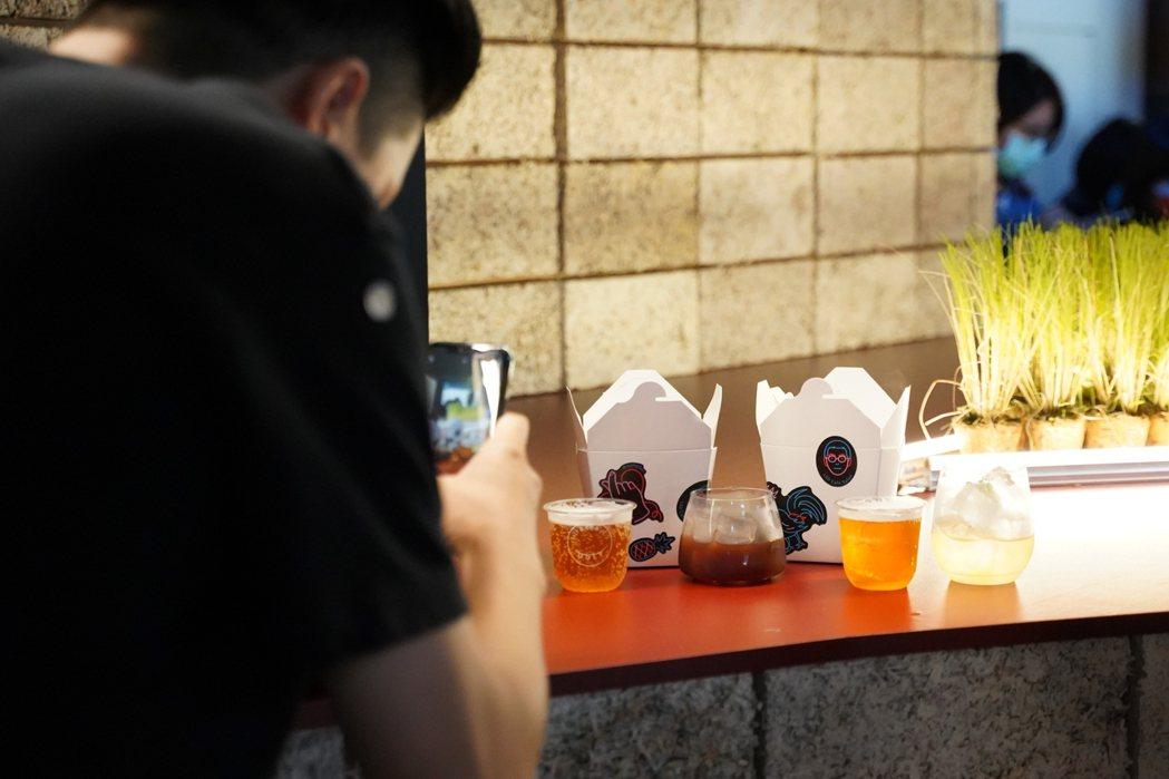 議題廚房「愛ㄉ合作社」由10組跨領域餐飲團隊混搭飲食組合,民眾可透過線上RPG遊...