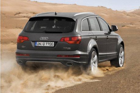 影/Audi Q7 V12 TDI扭力怪獸開上無限速路段飆極速!